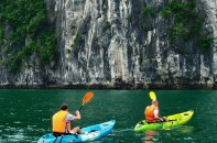 kayaking-in-halong-bay
