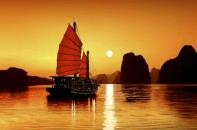 Halong-bay-on-night