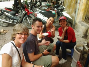 Hanoi street food walking tour - discovery Hanoi oldquater