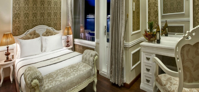 signature cruise room